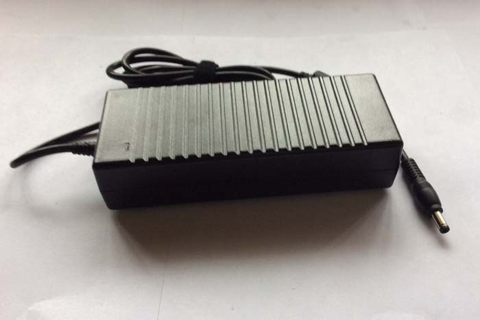 Chargeur Ordinateur Portable TOSHIBA Satellite P10-722